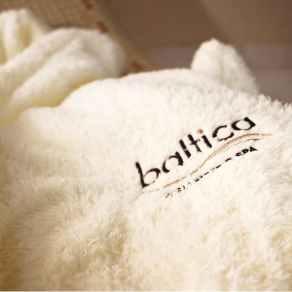 Baltica wellness spa - Bademantel mit Kapuze - weiß